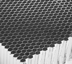 弯曲铝蜂窝板的优点是什么?