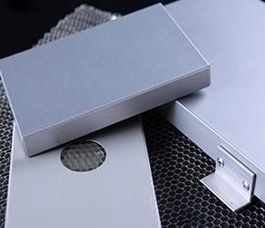 不锈钢蜂窝板与铝蜂窝板的区别